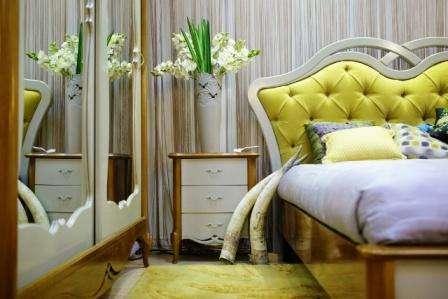Спальня Veneta идеально впишется в классические интерьеры или в истинный модерн, в котором объединяются в единый ансамбль классика и современность. Ажурные линии, аккуратные формы и утонченный дизайн мебели отличает румынскую коллекцию Венета.