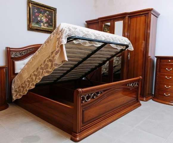 Кровать Валенсия с подъемным механизмом станет не только удобным местом для отдыха, но и местом для хранения постельного белья и подушек