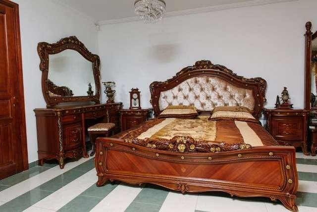 Кровать Париж с высоким красивым изголовьем и низким изножьем займет центральное место в спальне и поможет организовать комфортное спальное место. И